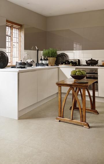 kueche bild19 fliesen meisterhandwerk seit ber 125 jahren. Black Bedroom Furniture Sets. Home Design Ideas